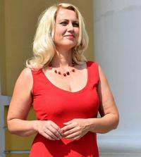 Doris Hall, Copywriter at DoMyWriting   WiseIntro Portfolio