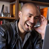 Stéphane Edouard, Sociologue à lunettes at Vu sur M6 | WiseIntro Portfolio
